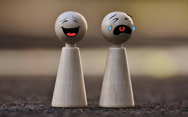 usmiata a plačúca postavička.jpg