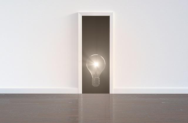 Miesto pre dvere, žiarovka, nápad