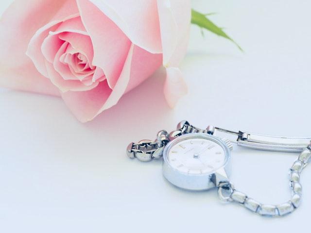 ruža a hodinky